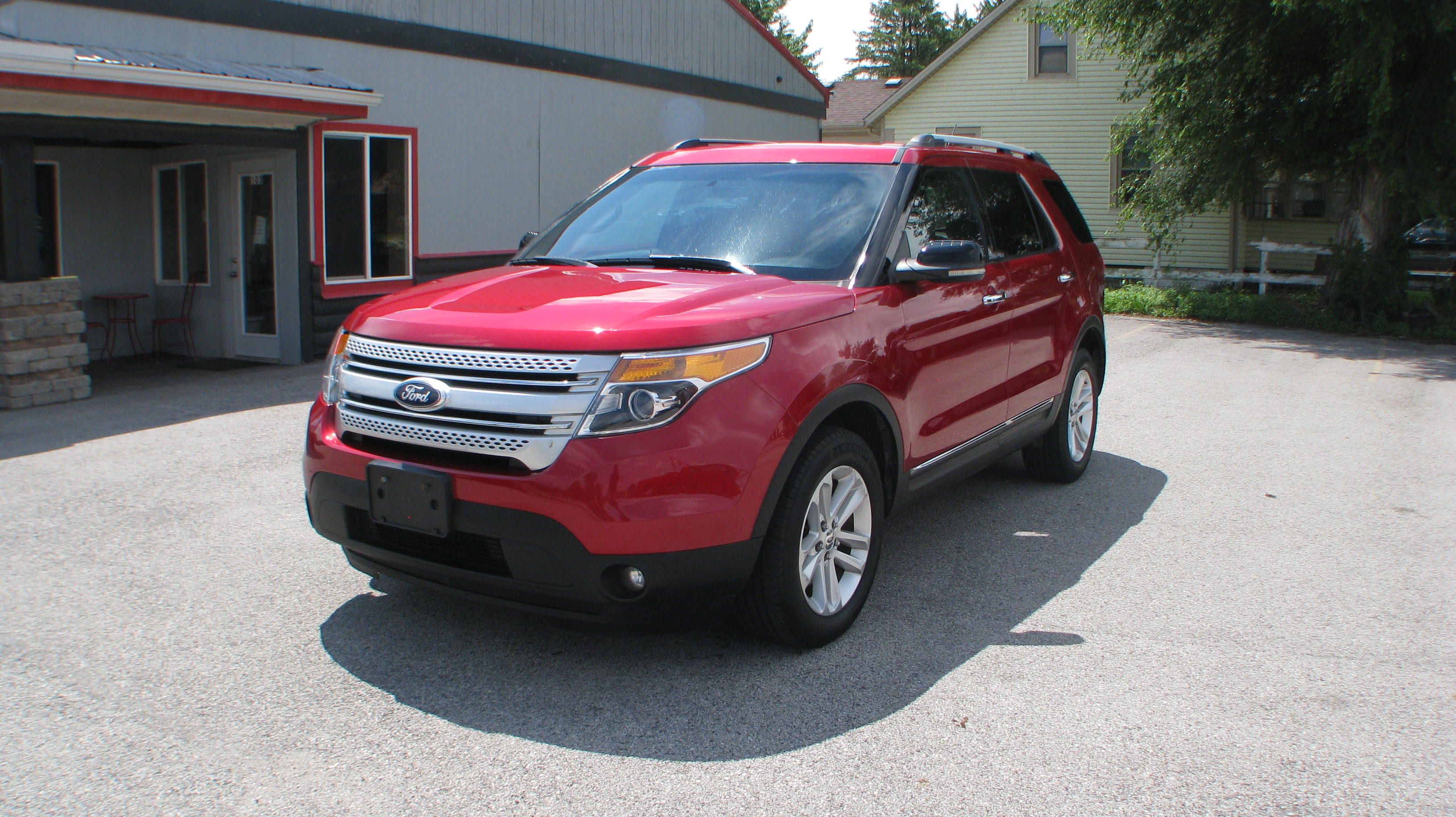 Pre owned 2011 ford explorer 4d suv 4wd xlt