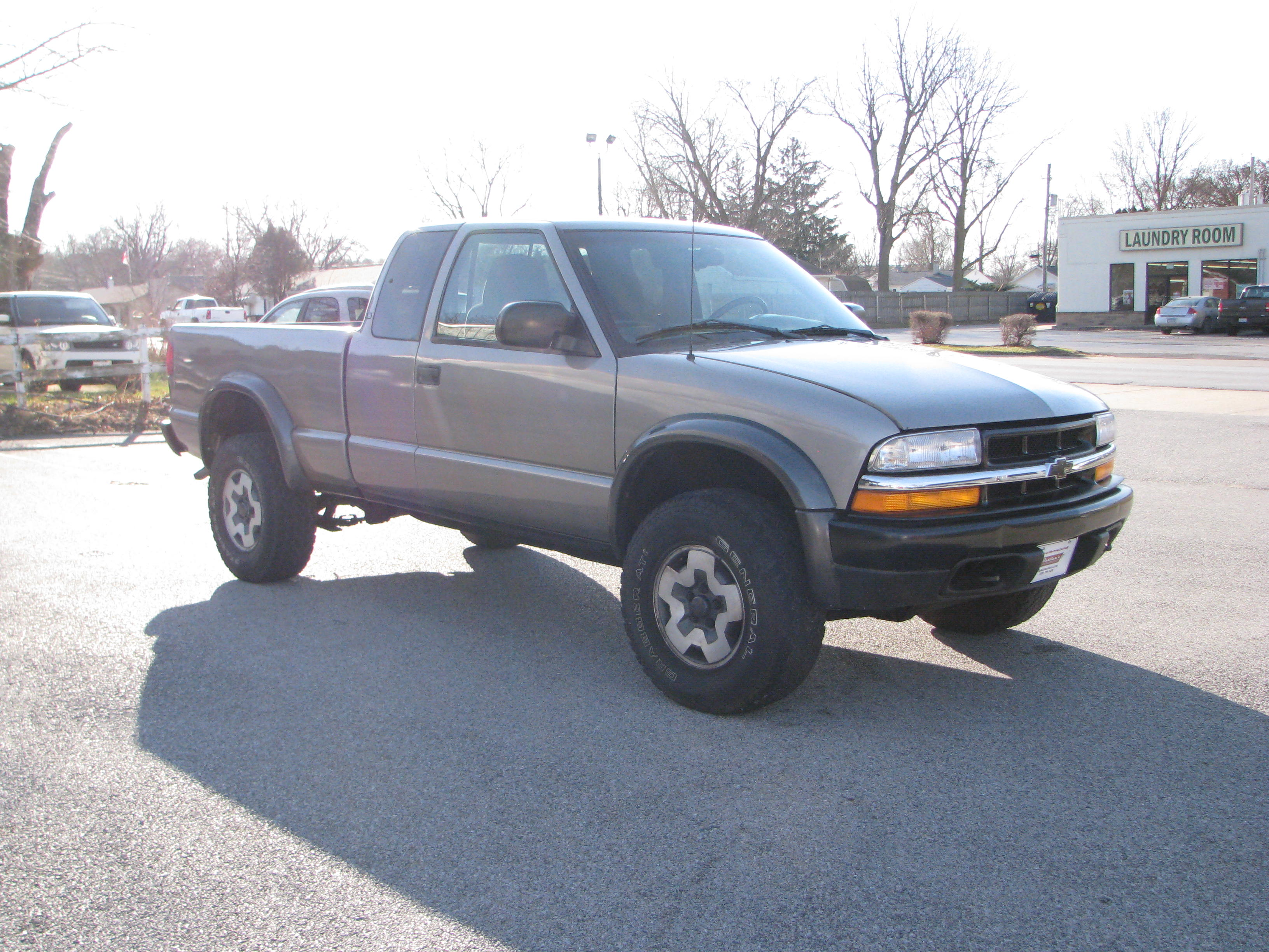 Pre-Owned 2000 Chevrolet S10 Pickup 4WD Ext Cab Standard Bed in Coal