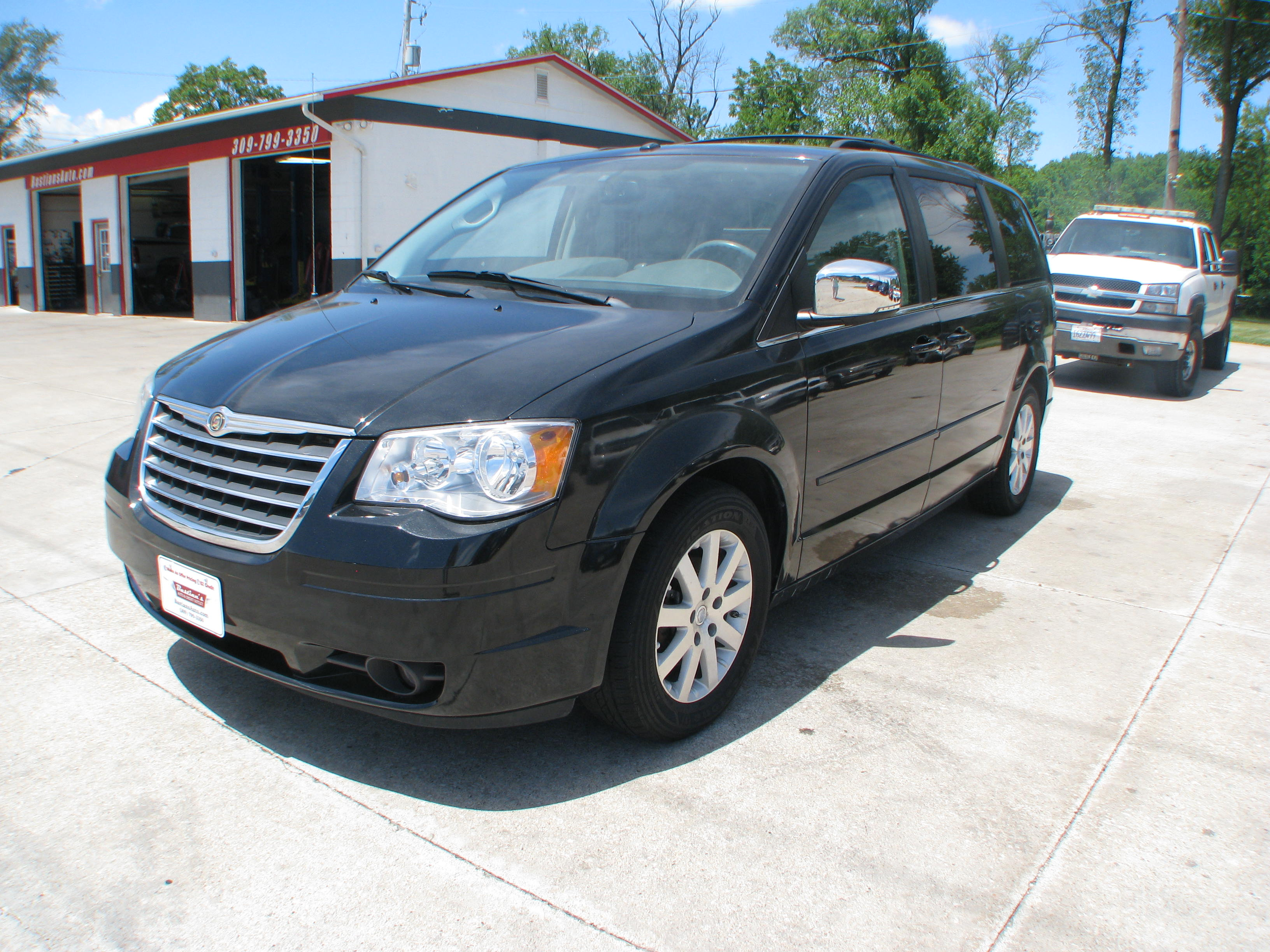 Pre Owned 2010 Chrysler Town Amp Country Touring Van In Coal